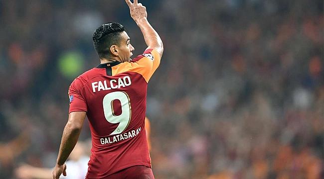 Radamel Falcao bombaladı!