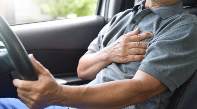 Kalp krizi belirtilerine dikkat! Direksiyon başında bunları yaşıyorsanız...