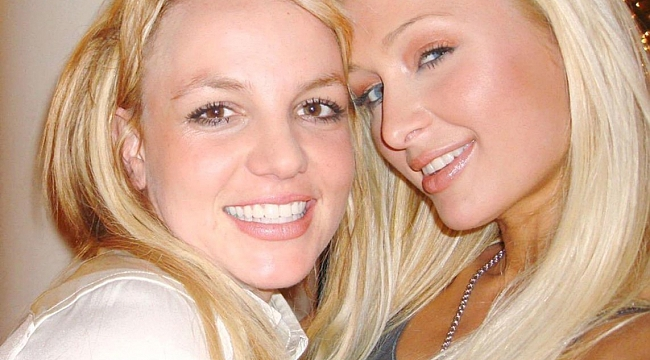 Paris Hilton'un ''Selfie'yi biz bulduk'' iddiası alay konusu oldu